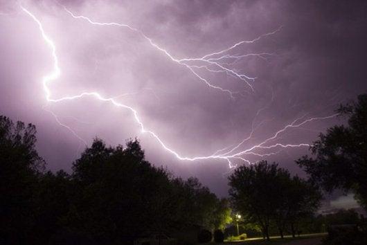 lightning-storm-di-benjamen.benson-su-flickr-8e57b