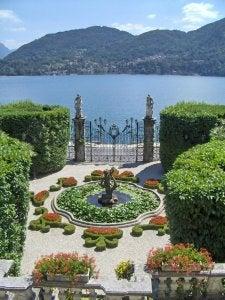 2007-09-27-09-26-43-jardin-d-une-villa-vue-sur-le-lac-majeur-4940a-434fe