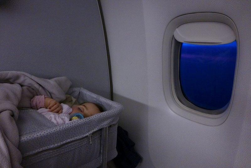 Couffin bébé avion
