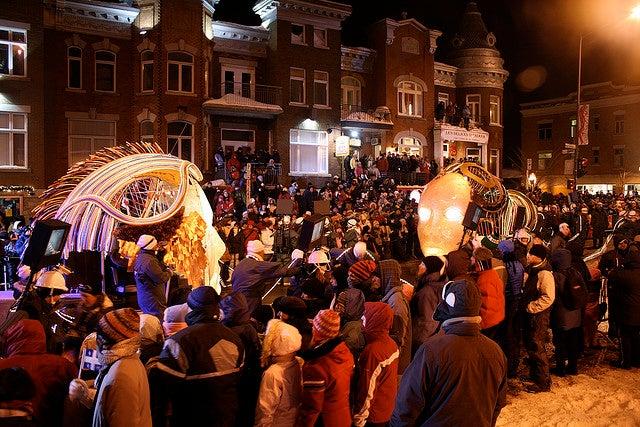 Foule attroupée pendant la parade du carnaval de Québec