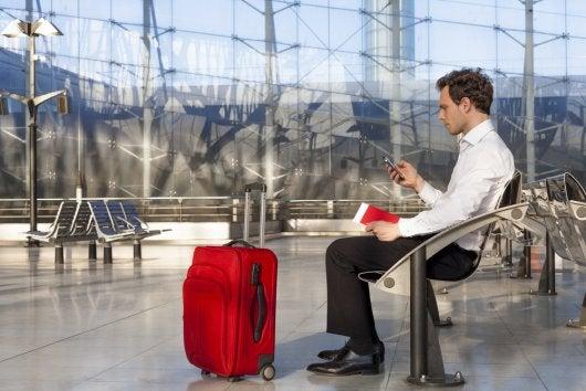 smartphone-airport_194319068-19228