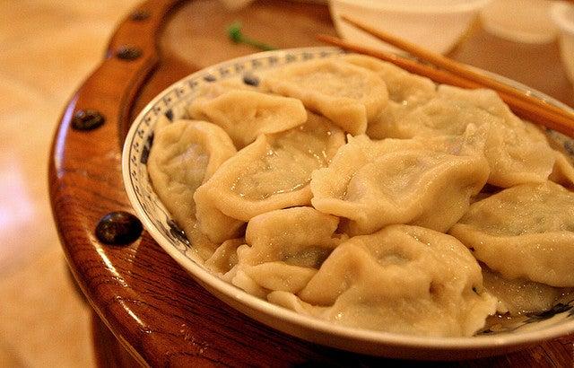 Plat de raviolis chinois