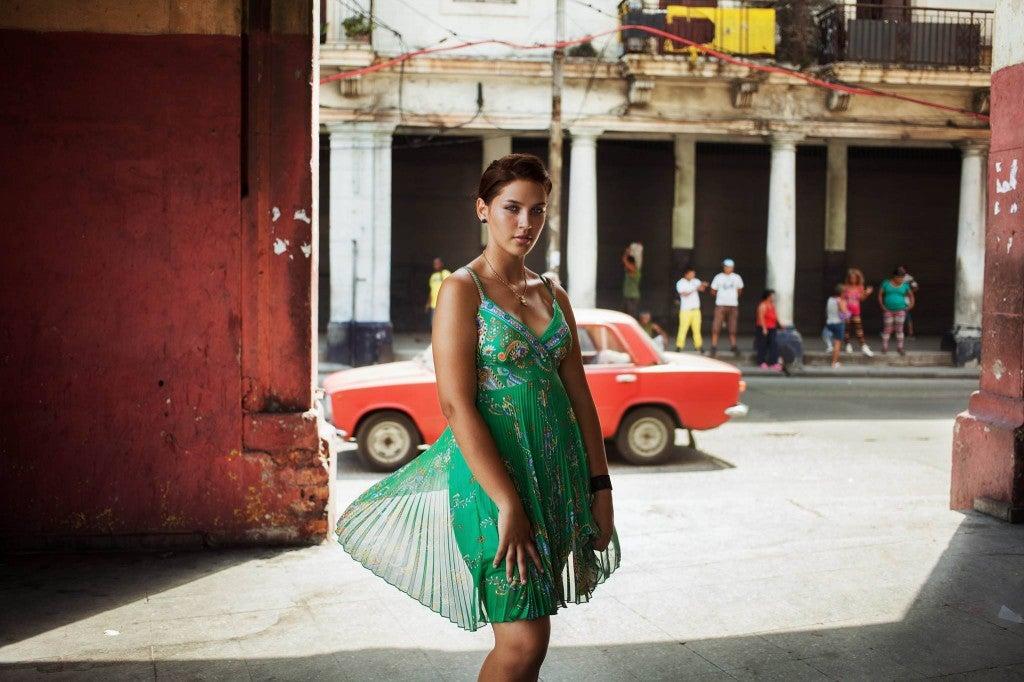 Jeune femme à la Havanne