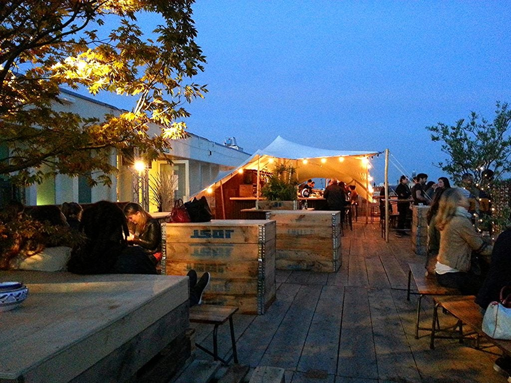 the 9 best rooftop bars in paris opodo travel blog. Black Bedroom Furniture Sets. Home Design Ideas