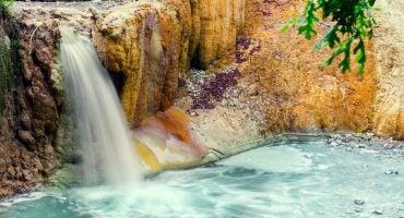 10 des plus belles sources d'eau chaude au monde