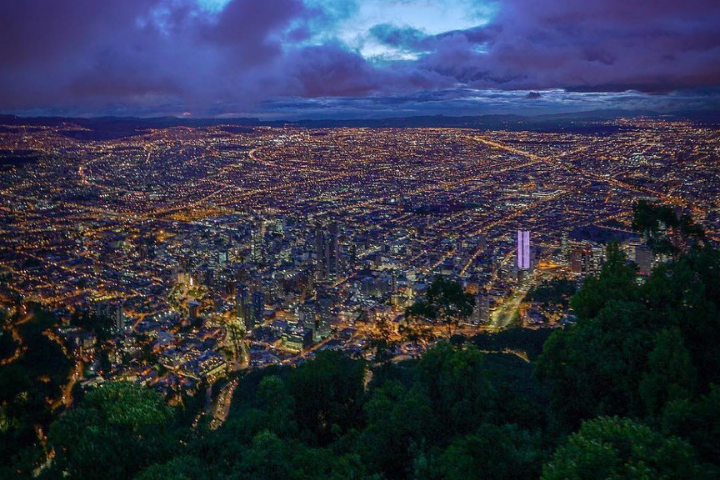 Vue aérienne Bogotá de nuit - Colombie