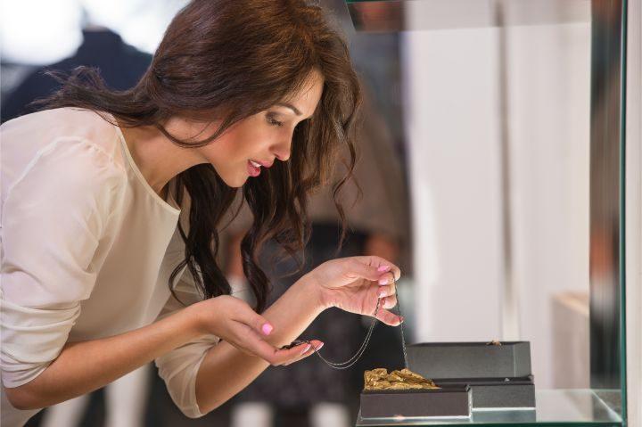femme shopping bijou - blog opodo