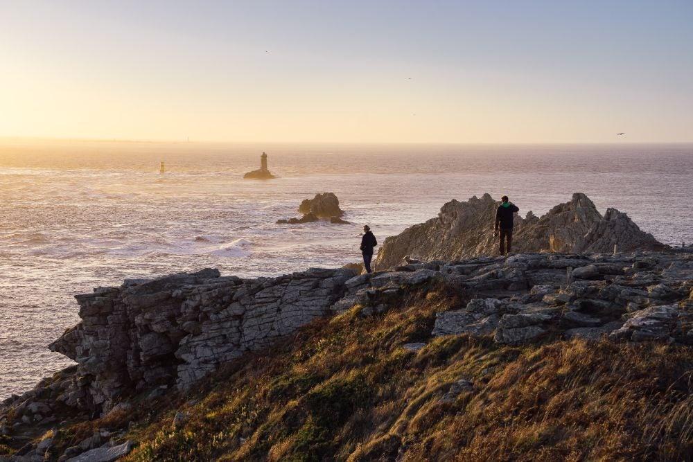 ocean rochers pointe du raz bretagne